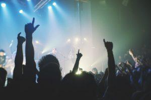 Bénévole en festival, Infor Jeunes Bruxelles te donne des pistes